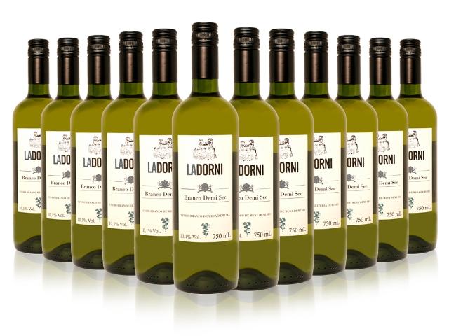 Caixa com 12 unidades do vinho La Dorni branco demi sec