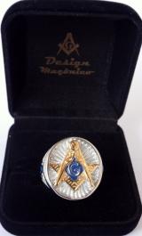 Anel Maçonico prata com esq/comp dourado