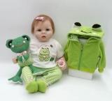 Lindo Boneca Bebê Reborn Roupinha Verde + Acessórios E Sapo