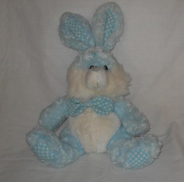 Coelho de Pelúcia 50 cm Azul e Branco, Detalhes em Tecido Com Estampa de Bolinhas Nos Pés, Orelhas e Laço do Pescoço