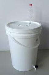 FERMENTADOR para cerveja (MATURADOR) Lançamento 24,2 L capacidade total - com torneira e airlock