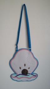 Bolsa azul em formato de Concha com pérola
