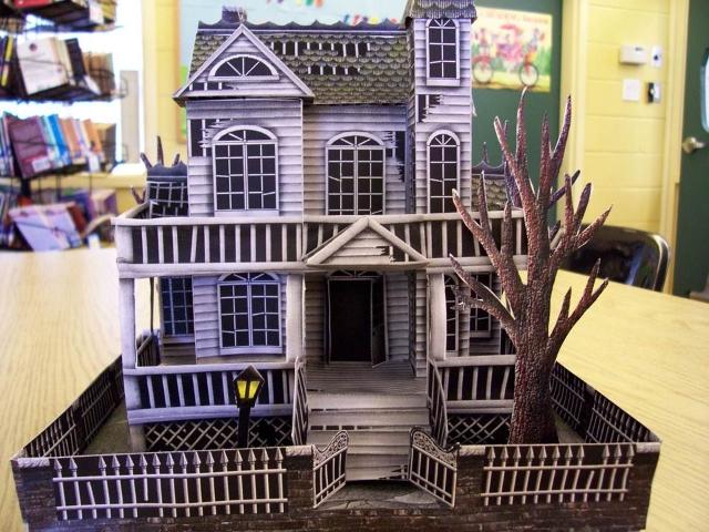 A Casa Fantasma em Papel Papercraft / Maquete 3d.
