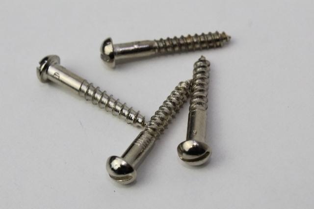 Parafuso para fole / longo 2,8 x 22mm (100 peças) Código 324/100