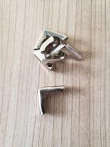 Cantoneira Niquel Trabalhada- 1,5 cm - aproximadamente 20 unidades