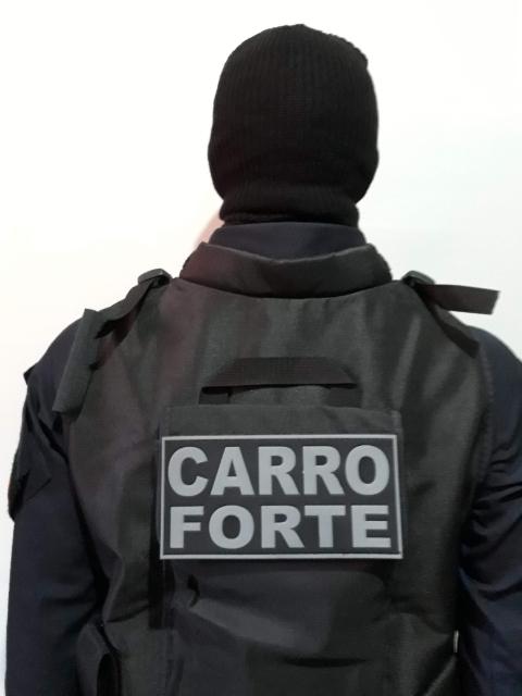 EMBORRACHADO CARRO FORTE PARA COLETE